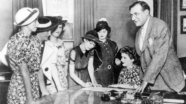 ARC Review: The Radium Girls | A gut-wrenching and personal account of 'America's ShiningWomen'